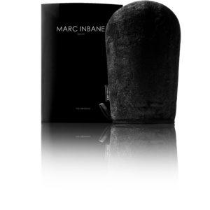 zwarte fluwelen handschoen en verpakkingsdoosje van Marc Inbane